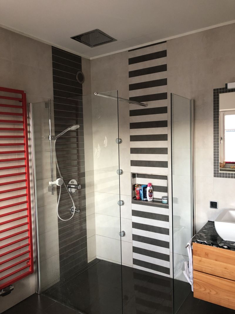 Eine Walk-In-Dusche bietet Barrierefreiheit