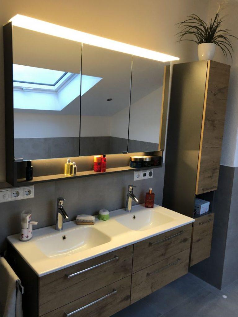 Waschtischanlage-Badsanierung-Vilshofen-Spiegelschrank-LED-Beleuchtung