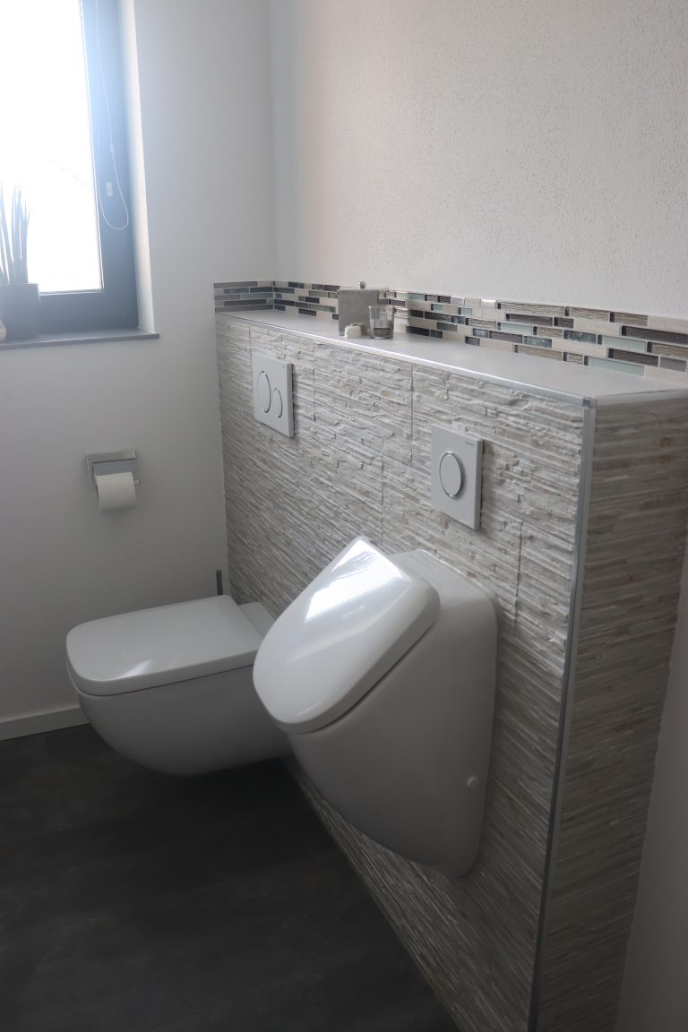 WC und Urinal Gästebad
